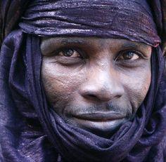 "Africa | ""issoufou , l'homme bleu"". Algeria. |  ©Christel Ehretsmann"
