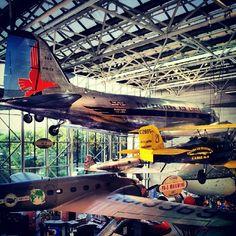 Por las noches cuando cierra el museo, cada uno cuenta su historia; son 76 aviones y miles de aventuras. #instacuento