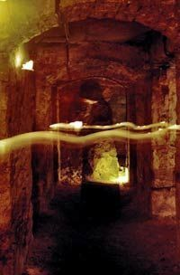 Edinburgh Paranormal Underground Night Walking Tour - Looks like an orb. Would be a fun tour to take! Ghost Images, Ghost Pictures, Ghost Pics, Real Haunted Houses, Haunted Places, Aliens, Spirit Ghost, Holy Spirit, Paranormal Pictures