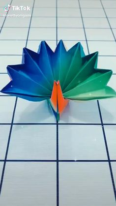 Paper Mache Crafts, Paper Crafts Origami, Paper Crafts For Kids, Diy Crafts For Girls, Instruções Origami, Origami Fish, Easy Origami Animals, 3d Origami Tutorial, Anime Crafts
