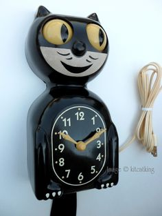 My grandma's was like this only in red-vintage kit kat clock Décor Antique, Antique Clocks, Vintage Antiques, Vintage Clocks, Vintage Love, Retro Vintage, Vintage Items, Kit Kat Clock, Cat Clock