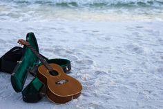 How to Choose the Best Travel Guitar Guitar Fender, Acoustic Guitar Cake, Acoustic Guitar Lessons, Guitar Tips, Music Guitar, Guitar Chords, Playing Guitar, Ukulele, Guitar Books