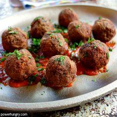 DIY vegan ground beef made into meatballs Vegan Mince, Vegan Beef, Vegan Soup, Vegetarian, Vegan Dinner Recipes, Veggie Recipes, Cooking Recipes, Diet Recipes, Nut Free