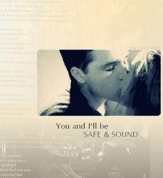 Even though that top picture isn't from Hunger Games, it's all good! That kiss made me droooooooooooooool. :3
