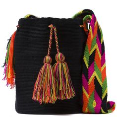 comprar bolso wayuu en madrid, wayuu, croche, bolsos hecho a mano, producto artesanal, bolsos tribales, tribalchic, tribal, bolso artesanal, bolso wayuu, bolsos wayuu, algodon, colombia, bolsos, hecho a mano Tapestry Bag, Tapestry Crochet, Trendy Accessories, Crochet Accessories, Knitted Bags, Crochet Bags, Embroidery Bags, Handmade Handbags, Mocca
