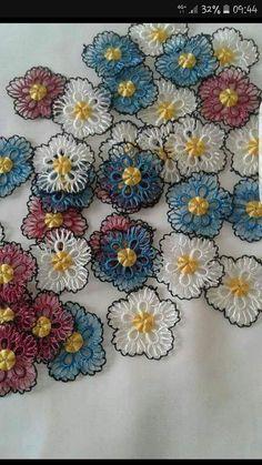 Crochet Flower Tutorial, Crochet Flowers, Crochet Bedspread, Tatting Patterns, Crochet Fashion, Baby Knitting Patterns, Crochet Crafts, Diy And Crafts, Projects To Try