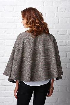 Stitch up your own swishy circle cape with this tweed cape tutorial by Portia Lawrie. We'll show you how to make your own cape sewing pattern – perfect for practising sewing with wool-weight fabrics. Capelet Pattern Sewing, Cape Pattern, No Sew Cape, Diy Cape, Coat Patterns, Sewing Patterns, Cape Tutorial, Cape Designs, Sewing Magazines