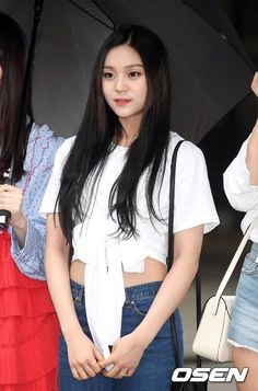 South Korean Girls, Korean Girl Groups, Kim Ye Won, Entertainment, Comebacks, Kpop, Crop Tops, People, Stage