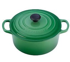 #Emerald looks gorgeous in the kitchen! {Le Creuset French Oven} #ColoroftheYear
