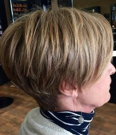 Straight-and-Thick-Hair Chic Short Hair Styles for Older Women Mom Hairstyles, Modern Hairstyles, Short Bob Hairstyles, Short Hairstyles For Women, Men's Haircuts, Haircut For Older Women, Short Hair Cuts For Women, Chic Short Hair, Short Hair Styles