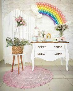 """Um dia de Festa no Instagram: """"Um toque de elegância nessa little party tema chuva de amor! . . . @Regrann from @ateliedefestasdaianedemezio - Montamos uma decoração com…"""" • Instagram"""
