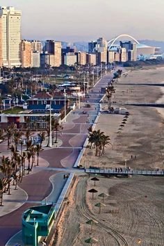 Durban is one of the most beautiful cities in South Africa, with a rich Zulu heritage and culture. I love the weather, the beach, food and friendly Durbanites. Durban rocks and that's a fact! Pretoria, Durban South Africa, South Afrika, Luxury Beach Resorts, Namibia, Marrakech, Les Continents, Safari, Kwazulu Natal