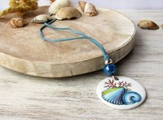 Necklace with porcelain pendant hand painted with blue shells, artisan porcelain jewelry, ceramic pendant, porcelain shell bijoux jewellery di LaTavolozzaShop su Etsy