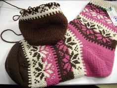 Fair Isle - Knitting Categories - Let's Knit Magazine Crochet Socks, Knitted Slippers, Knitting Socks, Free Knitting, Knitted Hats, Knit Crochet, Knitting Patterns, Knitting Videos, Knitting Projects