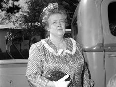 Don't look now but your emergency Tabasco is leaking out of your purse. Frances Bavier, Oakwood Cemetery, Siler City, Barney Fife, White Christmas Lights, The Andy Griffith Show, Fried Green Tomatoes, North Carolina Homes, Down South