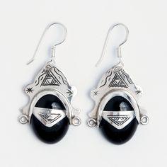 Cercei Niamey, argint și onix, Niger #metaphora #silverjewelry #tuaregjewelry #earrings #onyx #sahara Silver Jewelry, Drop Earrings, Jewellery, Jewels, Silver Jewellery, Schmuck, Drop Earring, Jewelry Shop, Jewlery