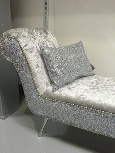 Chaise Lounge Chair for Bedroom Beautiful Stunning Double Ended Shinny Chaise Lounge Bedroom Seat Shabby Chic Furniture, Cheap Furniture, Bedroom Furniture, Furniture Design, Furniture Ideas, Bedroom Dressers, Furniture Stores, Garden Furniture, Mission Furniture