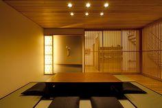 千葉北ドマーニ展示場 1階和室 Modern Japanese Architecture, Japanese Minimalism, Japanese Modern, Japanese Interior, Japanese House, Japanese Restaurant Design, Zen Interiors, Japanese Apartment, Japanese Furniture