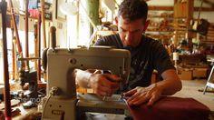Der Dudelsack in Bayern | Heimatrauschen | BR // Florian Ganslmeier hat seinen ehemaligen Job als Informatiker an den Nagel gehängt und lebt nur noch für den Werkstoff Holz. Seit sieben Jahren baut er als einziger professioneller Dudelsackbauer in Bayern das traditionelle Instrument.