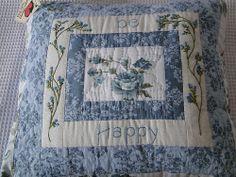 Almofada patchwork rosas azuis
