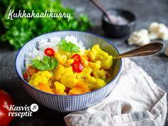 Kukkakaalicurry kikherneillä, tomaatilla ja chilillä. Couscous, Cantaloupe, Curry, Fruit, Ethnic Recipes, Food, Curries, Essen, Meals
