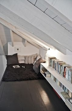 Ooh, I would love to have my own reading corner like this!!