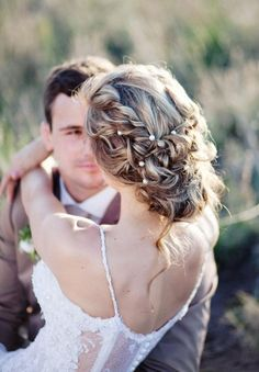 wedding hairstyle; photo: Moira West