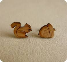 Resultado de imagem para brincos de madeira DE FORMATOS DE ANIMAIS