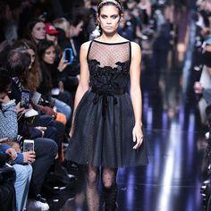 O estilista libanês @eliesaabworld acabou de apresentar sua coleção de saias e vestidos corolle transparências em rendas coladas ao corpo muito veludo punhos de plumas babados. O mundo de Elie como ele gosta essa mulher hiper feminina e envolta em fantasia (por @cibelemaciet). #bazaarnapfw #eliesaab  via HARPER'S BAZAAR BRAZIL MAGAZINE OFFICIAL INSTAGRAM - Fashion Campaigns  Haute Couture  Advertising  Editorial Photography  Magazine Cover Designs  Supermodels  Runway Models