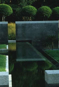 Wonderful blending of water, walls and planting, the angles really make it seamless.  Source unkown