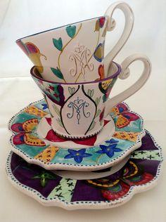 Dúo de cerámica diseñada y pintada a mano.