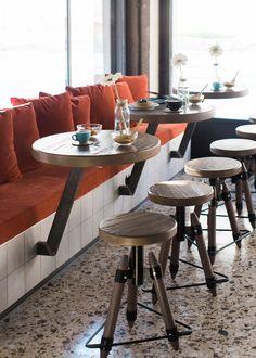 Vintage cafe interior design ideas coffee shop ideas for 2019 Deco Pizzeria, Deco Restaurant, Restaurant Seating, Modern Restaurant, Rustic Coffee Shop, Vintage Coffee Shops, Rustic Cafe, Cozy Coffee Shop, Coffee Bar Design
