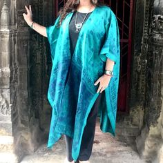 🦚 Loving this silk sari kimono! 🦚 * * www.indi-blu.com Boho Womens Clothing, Women's Clothing, Boho Kimono, Kimono Top, Wrap Around Skirt, Boho Style Dresses, Eco Friendly Fashion, Boho Fashion, Sari