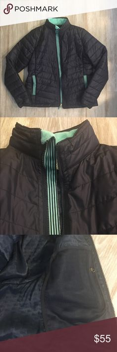 Vineyard Vines quilted jacket Navy quilted primaloft jacket! Lighter weight but super warm! Really cute teal and navy striped accents on the pockets and zipper. Medium. No flaws, like new! Vineyard Vines Jackets & Coats