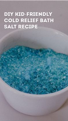 Healthy Tips DIY Kid-Friendly Cold Relief Bath Salt Recipe - Fighting a nasty cold? Here comes a super easy and natural DIY kid-friendly cold relief bath salt recipe to the rescue. Good for the entire family! Mason Jar Crafts, Mason Jar Diy, Wc Tabs, Bath Salts Recipe, Salt Scrub Recipe, Galaxy Bath Bombs, No Salt Recipes, Bath Bomb Recipes, Soap Recipes