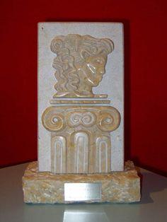 Il Premio Donna del Marmo 2007, una scultura in Giallo Verona (opera di Cristina di Pietro)  raffigurante il logo dell'Associazione Nazionale Le Donne del Marmo.