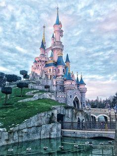 DisneyLand Paris - Travel Checklist 39 to go Disney World Fotos, Disney World Pictures, Walt Disney World, Disney Worlds, Parc Disneyland, Disneyland Castle, Disney Trips, Disney Parks, Disney Vacations