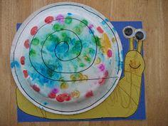 Projetos para Educação Infantil, Brinquedos e brincadeiras, lembrancinhas e planos de aula. Camping Activities, Activities For Kids, Mom Series, Art For Kids, Crafts For Kids, Snail Craft, Kindergarten, Water Day, Language Development