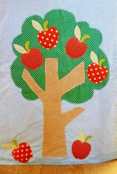 De boom op de zijkant van de tafeltent. http://binnen-pret.nl/tafeltenten/