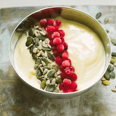 Jugurttikulho toimii myös maidottomana, kun sen tekee kaurajugurttiin.