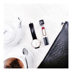 Lifestyle Photography   Natural Lighting   Beauty   Perfume   Cosmetics   Skincare   Vanity Vignette