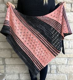 Crochet Shawl Ravelry: Blooming Texture Shawl pattern by Tina Tse - A triangle shape shawl playing with different combination of stitches, exploring lace patterns and color textures to bring a fun experience while knitting! Poncho Knitting Patterns, Knitted Poncho, Knitted Shawls, Hand Knitting, Knit Or Crochet, Crochet Shawl, Ravelry Crochet, Magic Look, Lace Patterns