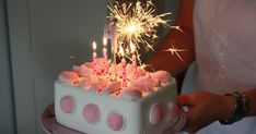 Sparkling icecream cake for birthday Birthday Candles, Birthday Cake, Pizza Party, Creative Cakes, Presents, Ice Cream, Desserts, Barn, Food