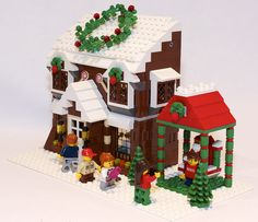 Giant wreath! Visit with Santa! So much Lego Christmas cuteness. ♥
