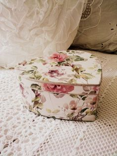 Raindrops and Roses Decoupage, Hat Storage, Storage Boxes, Raindrops And Roses, Cottage Wedding, Print Box, Vintage Box, Vintage Roses, Hat Boxes