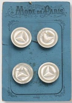 Boutons en nacre de l'usine GUERAULT-LEMARINIER. French mother of pearl buttons on original card from the GUERAULT LEMARINIER factory