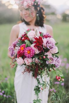 Obsessed with this bouquet: http://www.stylemepretty.com/australia-weddings/2014/09/30/sunset-sydney-engagement-session/ | Photography: Jenny Sun - http://jennysunphotography.com/