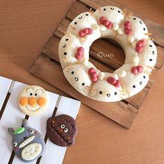 #パン教室 で作った #キティ ちゃんの #ちぎりパン * * 生徒さんからのプレゼントの #手作りクッキー 達 * #トトロ さん #アンパンマン さん #カレーパンマン さん * 可愛い過ぎて食べられそうにありません ( ˊ̱˂˃ˋ̱ ) * * ✂︎ --- ↔︎ Japanese Bread, Japanese Sweets, Fancy Cakes, Cute Cakes, Cute Baking, Kawaii Dessert, Bread Art, Cute Buns, Cooking Bread