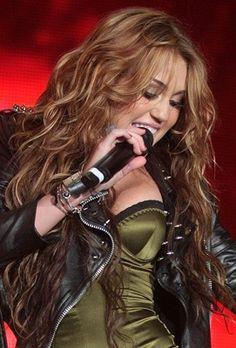 Miley Cyrus long wavy hair (2010 Rock in Rio Lisboa)