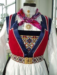 Lindas bunadblogg: august 2009 Folk Costume, Costumes, Folk Clothing, Bridal Crown, My Heritage, Traditional Outfits, Vintage Photos, Norway, Bridal Dresses